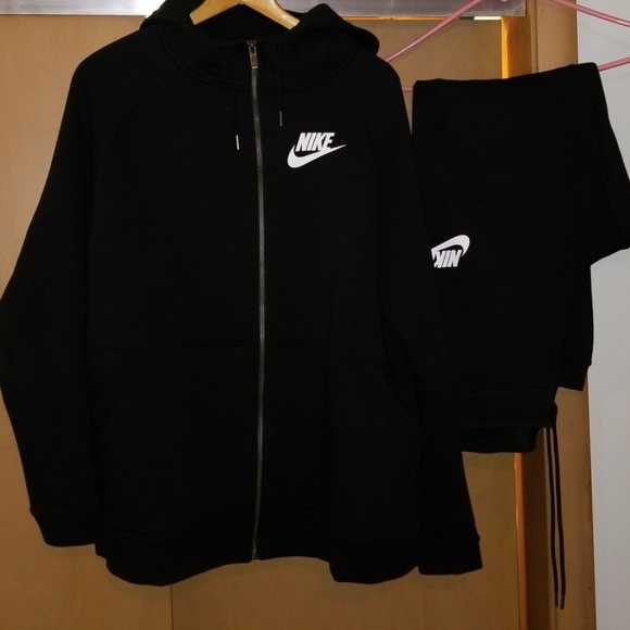 separation shoes 81a20 7a0cd Nike womens sweat suit. M 5c0dad4baa5719da2e4199d1